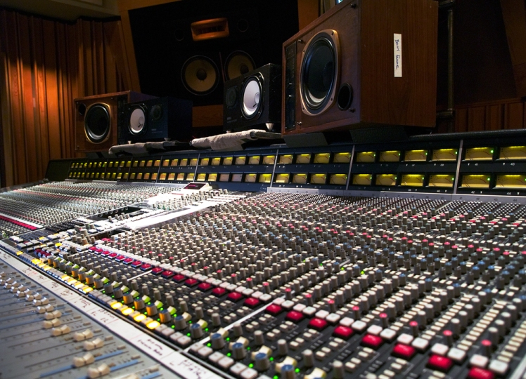 SSL_console_at_Henson's_mixroom_(1)
